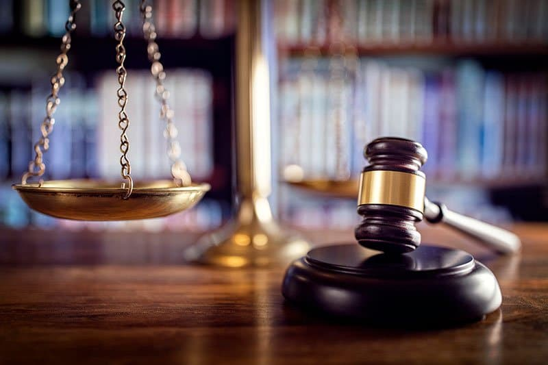 personal injury lawsuits with scale and gavel